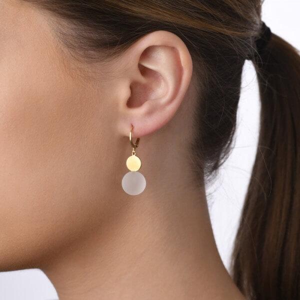 veduta-ohrhaenger-pur-vergoldet-bergkristall-kugel-mattiert-schmuck-schlichte-Eleganz